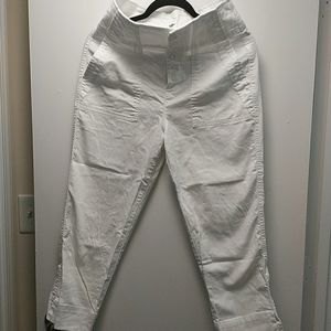 White Capri pants Gap on white color. Highrise.